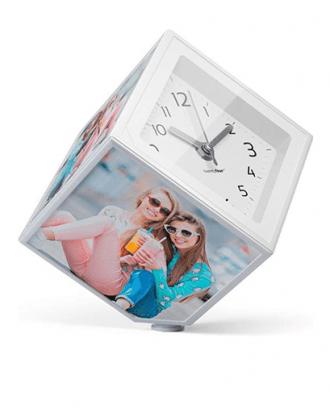 draaiende fotokubus met klok